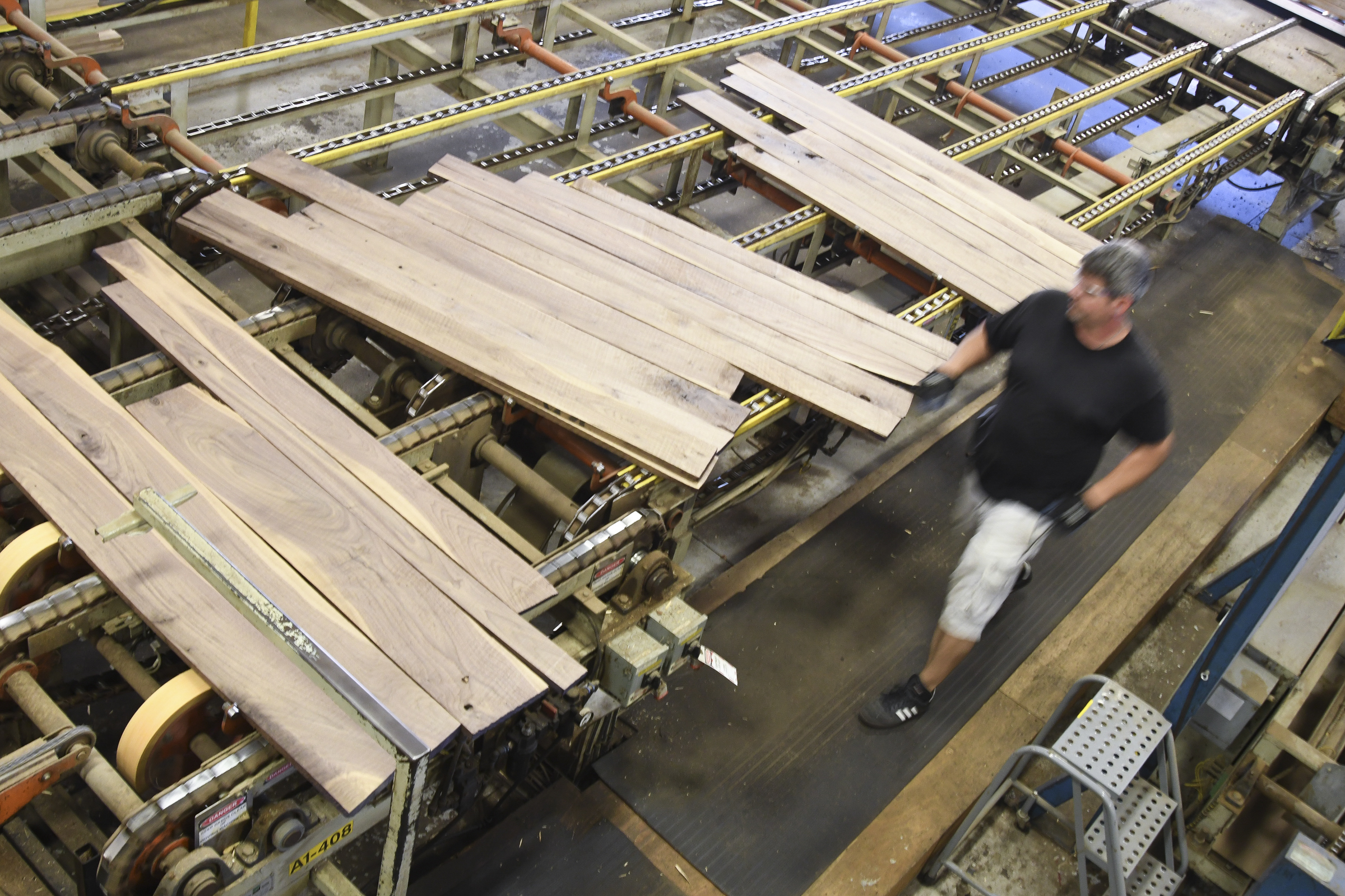 In Rural Pa Wood Mode Cabinet Company Comes Back From The Brink