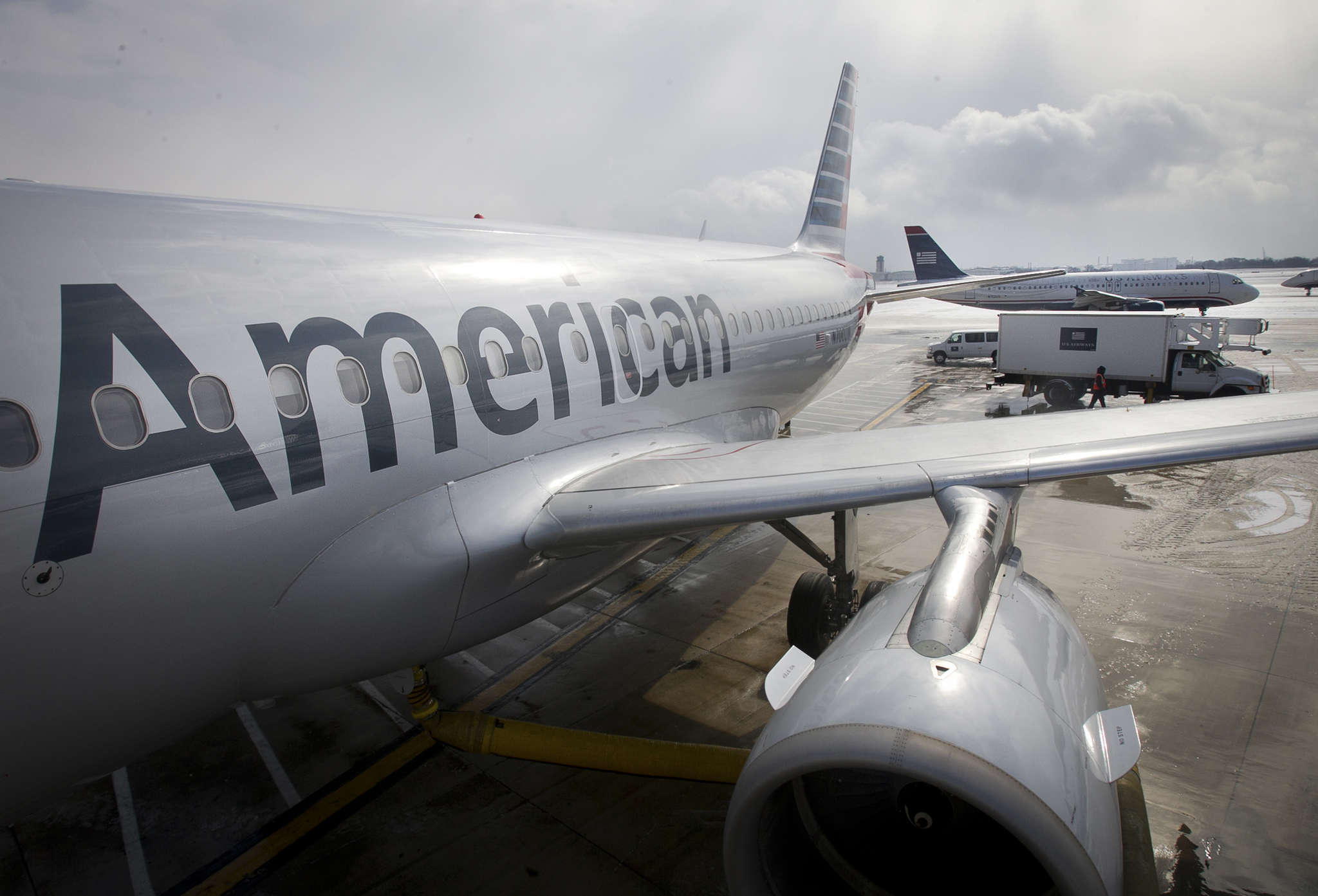 American Airlines flight cancellations rise in Philly, leaving passengers  stranded and forcing crews to work overtime
