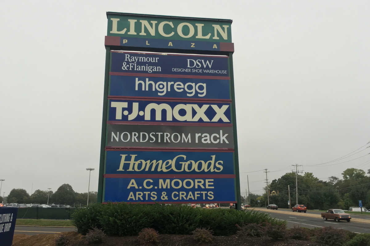 e80b06f490577 Why shoppers are flocking to off-price retailers like T.J. Maxx